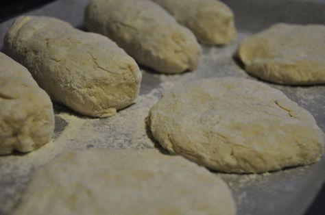 Bandeja de horno con pan sin hornear