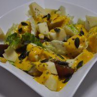 Ensalada de manzana, mango y pipas de calabaza