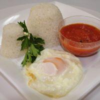 Arroz blanco y huevo frito