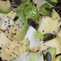 Ensalada aguacate, pepino y chía