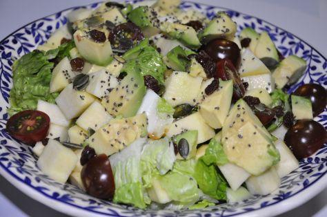 Ensalada de aguacate, pepino y chía