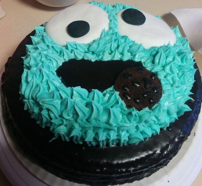 Tarta monstruo de las galletas con frosting azul