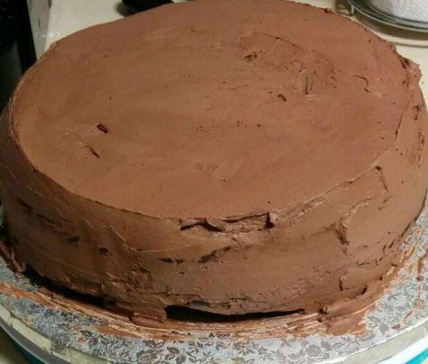 Tarta cubierta de crema de chocolate