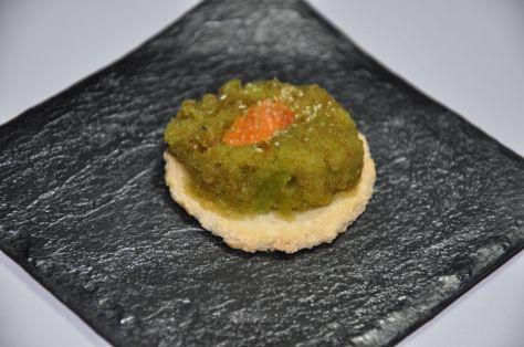 Tapa de pimiento con gazpacho y sal de ajo