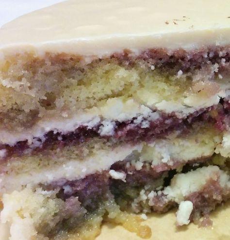 Corte de tarta de violetas