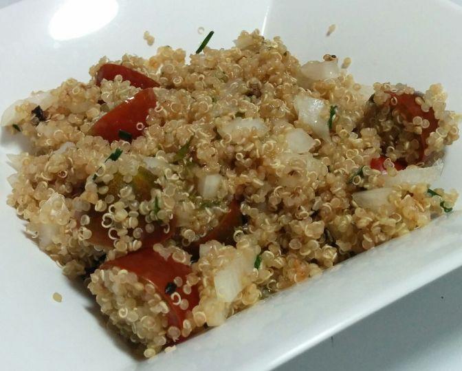 Ensalada de quinoa con cebollino