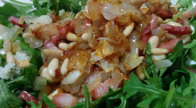 Ensalada de rúcula y bacon