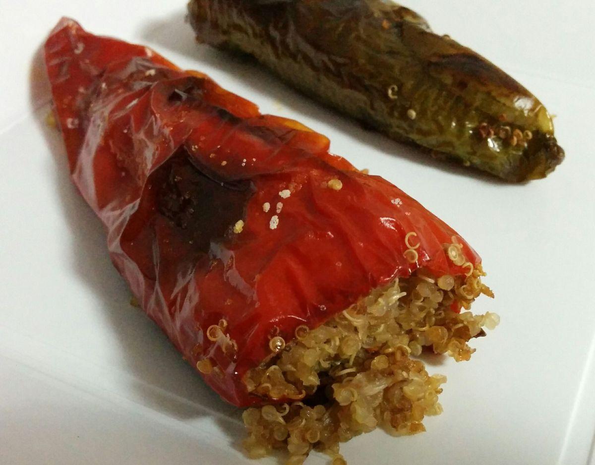 Pimientos rellenos de salteado de verduras y quinoa