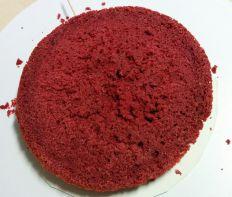 Primera capa de bizcocho red velvet