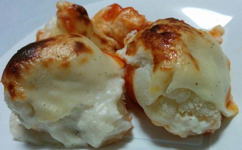 Ración de coliflor con bechamel horneada