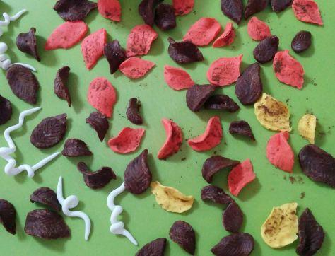 Hojas de fondant y masa modeladora de chocolate