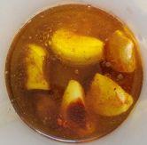 Sal con ajos, pimentón picante, cominos, aceite y vinagre