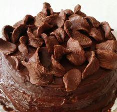 Tarta de chocolate con figuras