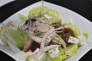 Aliño de ensalada de pepino y pollo
