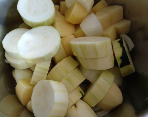 Patatas, calabacín y cebolla