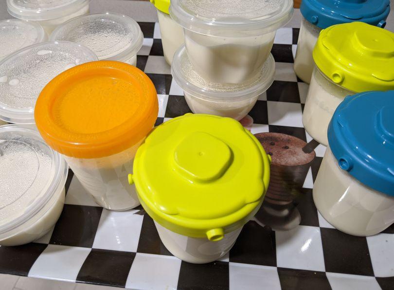 Yogures en bandeja
